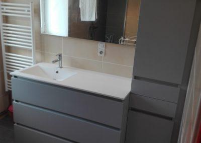 Meuble salle de bain gris grand miroir colonne suspendue