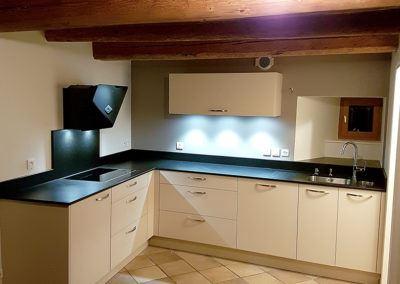 Rénovation cuisine blanche granit noir