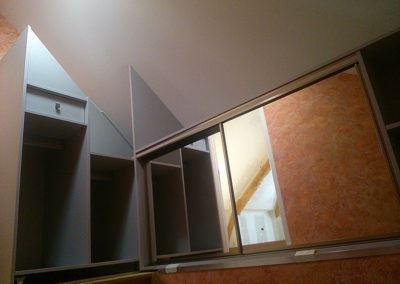 Rangement coulissant au dessus escalier